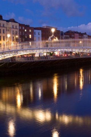 Hapenny bridge at night